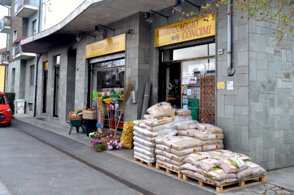 Rattalino vista esterna negozio a Trofarello (TO)